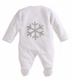 Confortable dors-bien en velours 100% coton Bio avec son Flocon imprimé dans le dos. Les pressions de haut en bas sur le devant permettent d'habiller votre bébé avec une plus grande facilité.