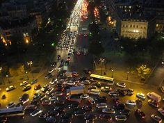Paris traffic from the L'Arc de Triomphe