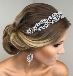 Beautiful bridal updo hairstyle with headband - This stunning updos wedding hairstyle for medium length hair is perfect for wedding day,Wedding hairstyle