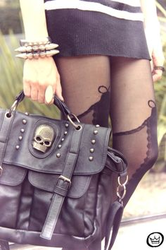 Skull bag and stocking-style tights