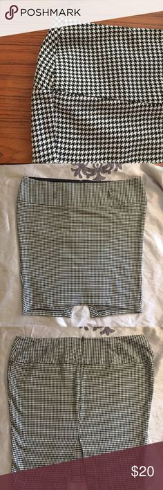 Torrid size 24 Houndstooth skirt with slit Super cute skirt from Torrid in excellent used condition.  Belt loops around waist and zipper in the back. Fabric has a bit of stretch. Thank you! torrid Skirts