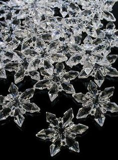 2 Bags (14oz) Acrylic Snowflakes for Winter Weddings, Holiday Party Favors or Christmas Decorating by Confetti, http://www.amazon.com/dp/B005MRQSWA/ref=cm_sw_r_pi_dp_1Ngdrb0BMDX99