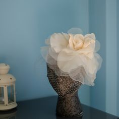 Bridal fascinator More info: patriciacossiotocados@gmail.com Follow us on: Instagram: https://www.instagram.com/patriciacossiotocados/ Facebook: https://www.facebook.com/PatriciaCossioTocados/