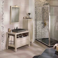 77 Salle De Bain Marques Design 2018 Salle De Bain, House Design, House, Cafe Interior, Bathroom Vanity, Bathroom, Shop Interior, Vintage Lamps, Kitchen Design