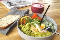 brunch bowl Frisk, Guacamole, Quinoa, Bowls, Brunch, Mexican, Yummy Food, Ethnic Recipes, Spinach