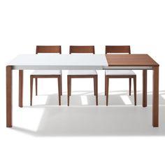 Mesa Arga modelo Lily extensible con estructura en aluminio anodizado, con patas móviles de 60x60 en madera maciza de Haya y encimera de cristal securit de 8mm. Se realiza en color a juego de tus muebles.