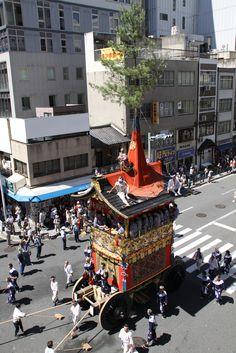 岩戸山を俯瞰で。 祇園祭 京都 kyoto gion festival Matsuri Festival, Japanese Festival, Street Art, Street View, Street Culture, Japanese Culture, Japan Travel, Travel Around, Kyoto