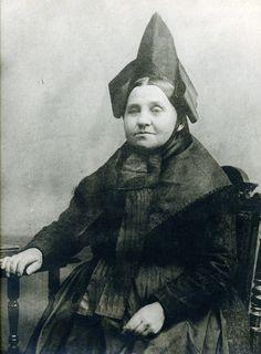 Frau in niederhessischer Tracht, um 1910? #Niederhessen