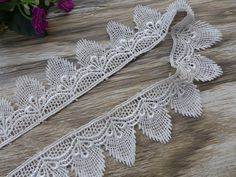 White Scalloped Lace Venice Lace Trim Bridal Lace by lacelindsay