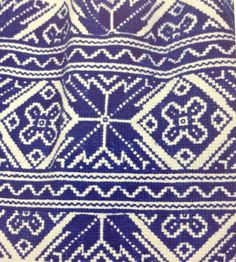 Traditional Slovak folk embroidery is a part of Slavic heritage and culture and now I would like to show you few examples, also you can read on the Slovak embroidery. Hungarian Embroidery, Folk Embroidery, Learn Embroidery, Embroidery Patterns, Machine Embroidery, Mandala, Textiles, Arte Popular, Antique Quilts