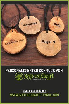 Jede Halskette von NatureCraft ist bereits ein Unikat - aber mit einer Gravur verleihst du deinem neuen Schmuckstück etwas Persönliches. Perfekt als Geschenk für deine Liebsten oder von dir für dich. #holzschmuck #schmuckausholz #halskette #individuell #einzigartigerschmuck #handgemachterschmuck #naturschmuck #veganjewellery #woodenjewellery #jewellery #halsschmuck #gravur #personalisierung Personalised Jewellery, Unique Jewelry, Neck Chain, Gift, Wristlets
