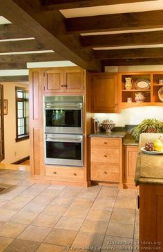 Rustic Kitchen Design #08 (Crown-Point.com, Kitchen-Design-Ideas.org)