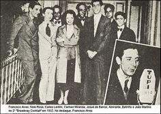 """Os """"inimigos"""" Noel Rosa e Carmen Miranda na mesma foto - entre outros ícones daquela época."""