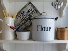 Looking for vintage home decor, mid century furniture or rustic country style kitchenware then look no further, Lavender House Vintage has all your needs, Uk sourced and shipped. Kitchen Themes, Kitchen Art, Kitchen Decor, Vintage Farmhouse, Vintage Kitchen, White Farmhouse, European Kitchens, Country Kitchens, Farmhouse Kitchens