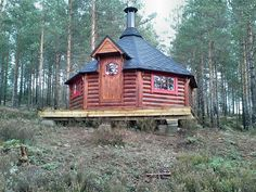 Finse kota Sauna cabin Roof Boards, Fairytale Cottage, Cabin In The Woods, Outdoor Retreat, Grilling, Flooring, House Styles, Home Decor, Extension