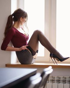 Sin título — I ❤️ her beautiful sexy long legs in high heels. Nylons Heels, Stockings Heels, Black Stockings, Nylon Stockings, Beautiful Legs, Beautiful Dresses, Look Girl, Sexy Legs, Fashion Models