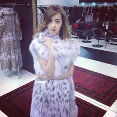 In this fur I feel RICH, BEAUTIFUL and SEXY!!! I want it! #lynxfur #lynxfurcoat #lynxdreaming #kastoriafurfair #furs #fur #furcoats #furcoat #iffk #americanlegendexperience #ladyfur #welovefur #greece #mexa #girlinfurs #girlinfur #womaninfur #ladyinfur #soft #supersoft #fetishfur #furfetish