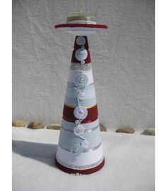 Kenderfonallal, selyemzsinórral és szalaggal bevont,  gyöngyökkel díszített kézműves gyertyatartó. www.indanalinda.hu