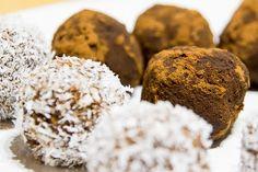 Kávé és Csokoládé: Kókuszos- kakaós banángolyók elsősorban gyerekekne...