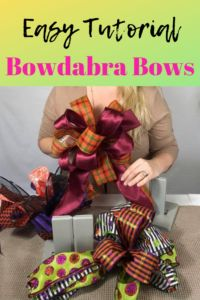 Bowdabra Bow Tutorial - How to Make a Bow Create an easy bow in not time using a Bowdabra bow maker! This bow making tutorial shows you step by step how to make a stunning bow that would look great on a fall wreath or Christmas wreath! Ribbon Flower Tutorial, Bow Tutorial, Wreath Tutorial, How To Make A Ribbon Bow, Diy Ribbon, Ribbon Rose, Ribbon Crafts, Making Bows For Wreaths, Wreath Making