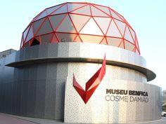 """Museu do SLB """"Cosme Damião"""" inaugura oficialmente a escultura """"Guitarra na Proa"""". Canoeing, Museum, Volleyball, Guitar, Sculpture, Football Soccer, World"""