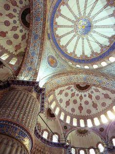 トルコ・イスタンブールの「ブルーモスク」にて。Blue Mosque  in Istanbul, Turkey.