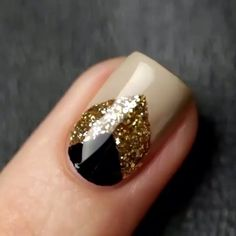 Image about black in Ideas for manicure by kriskys Classy Nails, Stylish Nails, Trendy Nails, Cute Nails, Ongles Beiges, Gold Gel Nails, Nagellack Design, Nail Art Pictures, Dipped Nails