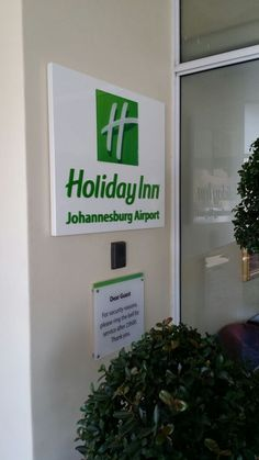 Holiday Inn #simple #effective #signage #green #hotel Johannesburg Airport, Hotel Signage, Signs, Simple, Holiday, Green, Projects, Log Projects, Vacations