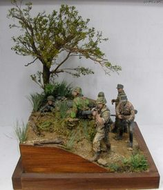 These awesomely detailed dioramas recreate various situations and moments from WWII. Military Action Figures, Model Hobbies, Military Modelling, Military Diorama, Miniature Figurines, Toy Soldiers, Model Building, Small World, Plastic Models