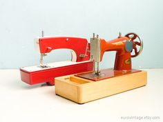 Pair of Toy Sewing Machines Vintage Decoration Red by EuroVintage, €42.00