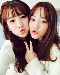 rainbow´s jisook and heo young ji