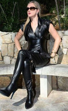I look forward to seeing more tight stuff on here. Into Latex, PVC, leather, clear/see through stuff. Leather Gloves, Leather And Lace, Black Leather, Sexy Boots, Cool Boots, High Heel Boots, Heeled Boots, Stiletto Boots, Lady Ann