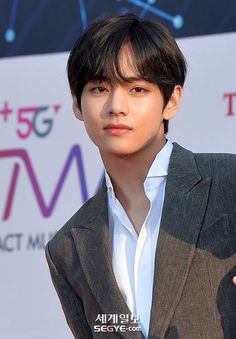 Read from the story Prince of Seoul ❧ V by ibangtanyou (taesla⚡) with reads. Jimin, Foto Bts, Bts Photo, V Smile, Die Beatles, Taehyung Photoshoot, Kim Taehyung, Wattpad, Bts Korea