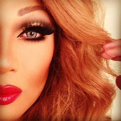 Vivienne Pinay created this glamorous look using Sugarpill eyeshadows and eyelashes. So dreamy!