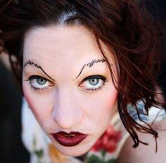 awesome eyebrows - Amanda Palmer from The Dresden Dolls Goth Eyebrows, Crazy Eyebrows, Shave Eyebrows, How To Draw Eyebrows, Eye Brows, Eyebrow Fails, Eyebrow Lift, Eyebrow Brush, Hair
