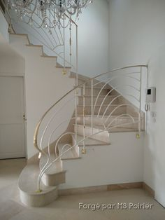 Modèle Art Déco #homedecor #decoration #art #ferronnerie #rampe #ferforgé Stairs, Decoration, Home Decor, Modern Stair Railing, Modern Staircase, Banisters, Wrought Iron, Art Deco, Home Decoration