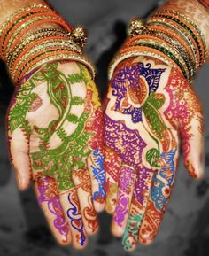Here is a beautiful colored henna hand design that would be perfect for a special occasion! I am a huge fan of colored henna as it can many any dull design come alive and dance before your eyes. Henna Mehndi, Henna Art, Indian Henna, Hand Henna, Henna Belly, Mehndi Art, Ethno Style, India Colors, We Are The World