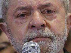 Lula chora em ato do PT e diz que se entrega a pé se provarem corrupção