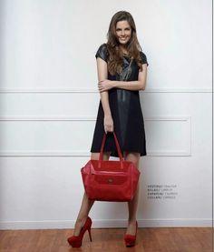 Outfits de moda para mujer. Catalogo ELA Invierno 2014. Vestido corto con zapatos y bolso de color rojo