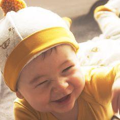 vêtements bébés mixtes, bio et made in france- bonnet imprimé lama ocre 3efa7d8f49c