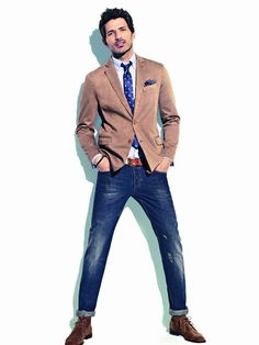 Hipster look without going overboard. Narrow fitted jeans look great on men, tall or short. Just wear them with the right length, with a flattering shoe (casual or formal) and a full sleeve shirt or blazer. Mode Masculine, Sharp Dressed Man, Well Dressed Men, Mens Fashion Blog, Men's Fashion, Hipster Looks, Hipster Stuff, Style Masculin, Herren Style