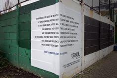 L'association Depaul qui vient en aide aux sans-abri a fait appel à l'agence Publicis London pour une opération d'affichage pertinente. Selon le point de vue où l'on se place, le texte affiché prend un sens différent d'un pan à l'autre du mur. En visualisant l'un des côtés, on peut lire l'avis d'une personne ne souhaitant pas accueillir un sans-abri, et lorsque l'affiche est visible complètement, on parvient au vrai message : les bénéfices d'héberger un sans domicile-fixe. La campagne…
