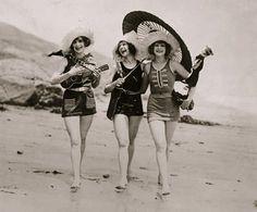Sport anni 20, costumi da bagno di lana o di jersey.