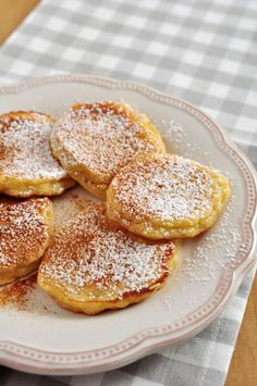 Jablkové lievance Sweet Factory, Czech Recipes, Good Food, Yummy Food, What To Cook, Quick Easy Meals, Food Hacks, Sweet Recipes, Cookie Recipes