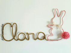 Nome em tricotin feito com linha especial Cada letra por R $10.00 O enfeite decorativo de Coelho R $25.00 Consulte nossas cores disponíveidisponíveis - A9039E