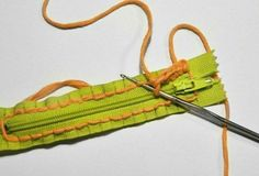 Discover thousands of images about Beginner Crochet - Schal zu in Crochet Diy, Diy Crochet Halter Top, Bead Crochet, Learn To Crochet, Crochet Coin Purse, Crochet Purses, Crochet Scarves, Braidless Crochet, Crab Stitch
