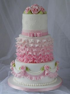 Tartas de boda - Wedding Cake - Pink and White Cake Gorgeous Cakes, Pretty Cakes, Cute Cakes, Amazing Cakes, Ruffle Cake, Ruffles, Elegant Cakes, Girl Cakes, Fancy Cakes