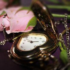 """49b9562139e """"Objeto dos sonhos  um relógio com ponteiro que pule horas difíceis.""""  Fernanda"""