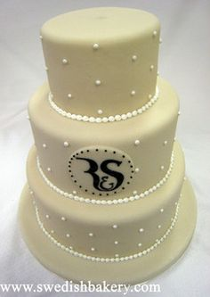 Dots & Letters wedding cake