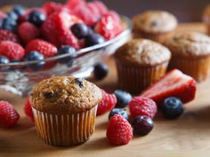 High Fiber Snacks your Family will Love. Be prepared to win the award once your kids have tried these delicious and nutritious high fiber snacks! Power Muffins, Dessert Simple, Healthy Dessert Recipes, Easy Desserts, Healthy Meals, Blueberry Bran Muffins, Pumpkin Protein Muffins, High Fiber Snacks, Tiramisu Dessert